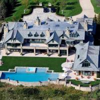HOWARD STERN'S SUMMER HOME: THE PHOTO