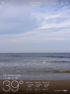 The Yahoo! Weather app features images taken by locals to illustrate the location, time of day and current weather conditions.